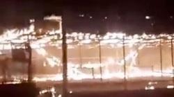 Video: Choáng váng trước cảnh Taliban đốt trụi một công viên giải trí