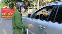 Không được qua chốt, nam thanh niên ở Hà Nội dùng dao rượt đuổi 2 cán bộ trực chốt