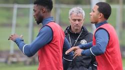 Rời M.U trong nước mắt, Depay chỉ trích thẳng mặt Mourinho