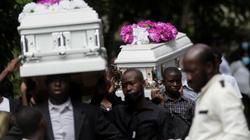 Người dân Haiti đau buồn chôn cất thân nhân sau trận động đất kinh hoàng