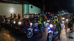 Những hình ảnh đêm đầu tiên lực lượng Quân đội, Công an TP. HCM siết chặt giãn cách