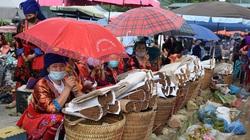 Điện Biên: Mặc dịch Covid, chợ phiên tại thị trấn Tủa Chùa vẫn nhộn nhịp đông vui