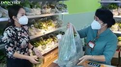 Theo chân lực lượng đi chợ hộ đến cửa hàng thực phẩm không người bán ở TP.HCM