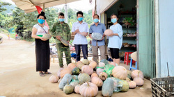 Người dân huyện miền núi ở Điện Biên góp chút tấm lòng gửi đồng bào vùng dịch