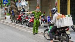 Phố cổ Hà Nội hôm nay: Tổ công tác đặc biệt kiểm soát 100% người dân ra đường