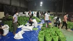 """Bình Dương: Xuyên đêm chia gạo, thực phẩm để phát tận tay người dân vùng bị """"khoá chặt"""""""
