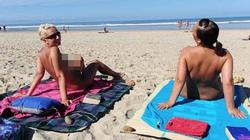 Thế hệ Instagram với thoái trào tắm nắng để ngực trần trên bãi biển thời 4.0