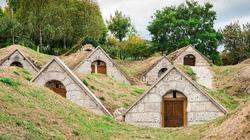 Ngắm nhìn những khu hầm rượu vang bị nhầm với nhà của người lùn hobbit