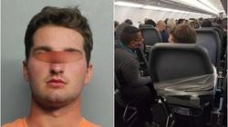 """""""Sờ soạng"""" nữ tiếp viên hàng không, nam hành khách bị trói vào ghế"""
