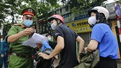 Hà Nội: Nhiều người ra đường nhưng phần lớn thiếu giấy xác nhận của phường, xã