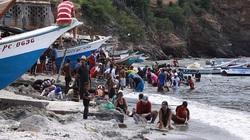 Châu báu bí ẩn liên tục dạt vào bờ biển, người dân đổ xô săn lùng