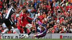 Vòng 4 Premier League: Ronaldo lập cú đúp, M.U lên đỉnh bảng