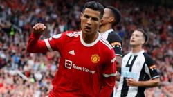 Chùm ảnh: Ronaldo ra mắt M.U bằng cú đúp bàn thắng
