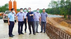 Kiểm tra cao tốc Cam Lộ - La Sơn: Thứ trưởng Bộ GTVT yêu cầu bảo đảm chất lượng thi công