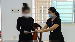 """Vì sao cô gái đăng facebook được tiêm vaccine nhờ """"ba chồng quyền lực"""" bị phạt?"""