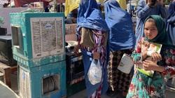 """""""Chúng tôi không còn một xu dính túi"""", người dân Afghanistan chia sẻ về cuộc sống dưới thời Taliban"""