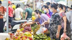 Chợ dân sinh ở Hà Nội đông đúc ngày đầu nới lỏng giãn cách