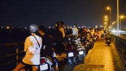 Đêm trung thu, hàng trăm nam thanh nữ tú lên cầu Long Biên tâm sự