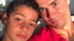 """Con trai Ronaldo trên đường trở thành """"vũ khí bí mật"""" của M.U"""