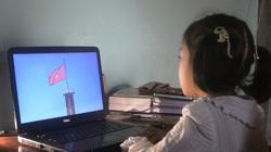 Đắk Lắk: Học sinh khai giảng qua máy tính, điện thoại và... cả loa phát thanh