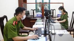Hà Nội: Đường phố đông, trụ sở công an phường chỉ lác đác người xin cấp giấy đi đường