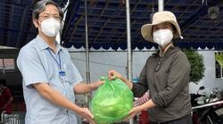 Chung tay tiếp thêm bữa ăn lót dạ cho tuyến đầu chống dịch ở Bệnh viện dã chiến TP Dĩ An (Bình Dương)