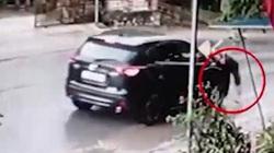 Tạm giữ nghi phạm lái ô tô tông văng bà cụ lên nắp capo rồi bỏ chạy