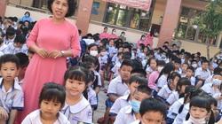 """Đầu năm học, cô giáo Sài Gòn """"lùng"""" học sinh lớp 1 bằng cả trăm cuộc điện thoại"""