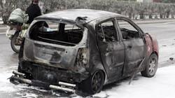 Kia Morning bốc cháy, cô giáo trong xe hút chết