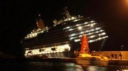 Tàu chở 4.000 người đang chìm dần ngoài khơi