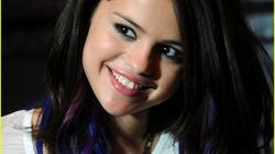 Selena Gomez khoe tóc xanh tím sành điệu