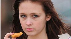 Thiếu nữ 15 năm không ăn gì ngoại trừ... gà rán