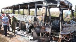 Xe khách cháy rụi, 28 người thoát nạn