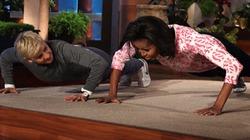 Clip: Tròn mắt xem bà Obama chống đẩy ngoạn mục