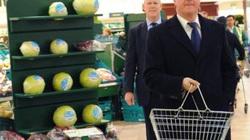 Thủ tướng Anh tự tay đi chợ cho bữa tối