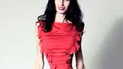 Rùng mình với người mẫu có vòng eo... 50cm