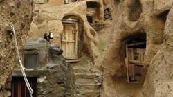 Kỳ lạ ngôi làng hang động ẩn mình trong núi