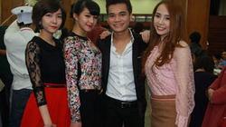 Hotgirl tới tấp kề vai Khắc Việt, chúc mừng minishow