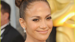 Jennifer Lopez xúng xính váy áo dự Oscar