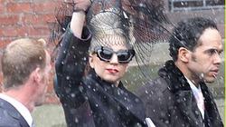 Sau loạt ảnh tuổi 19 sexy, Lady Gaga ăn vận kín như bưng