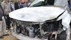 Hà Nội: Lexus bạc tỷ cháy rực trước mắt chủ xe