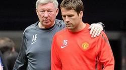 """Owen bị """"ngựa"""" đá khỏi Old Trafford"""