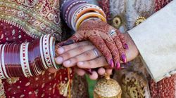 Đám cưới tập thể trong làng… nhà chứa