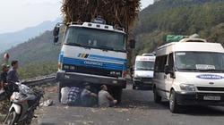 Kẹt xe nghiêm trọng trên đèo Mang Yang