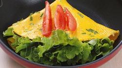 Trứng rán cuộn rau diếp - lạ miệng, thơm ngon