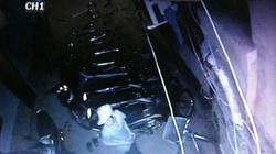 Ly kỳ màn trèo tường, chọn xe máy xịn để trộm