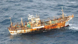 Sóng thần Nhật Bản thổi bay tàu vượt Thái Bình Dương