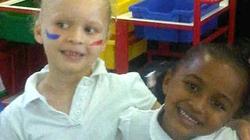 Kỳ lạ cặp sinh đôi: một da đen, một da trắng