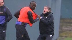 Mancini và Balotelli suýt... tẩn nhau trên sân tập