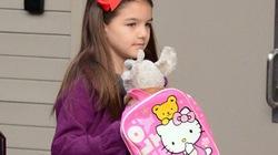 Suri đến trường cũng điệu đà như công chúa